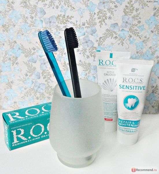 Зубная щетка R.O.C.S. отбеливающая с кристаллами карбоната кальция